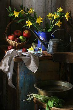 фото: Натюрморт с цветами и фруктами. | фотограф: Ира Быкова | WWW.PHOTODOM.COM