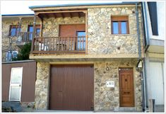 Casa Rural El Corralico Garage Doors, Mansions, House Styles, Outdoor Decor, Home Decor, Rural House, Natural Playgrounds, Style At Home, Houses