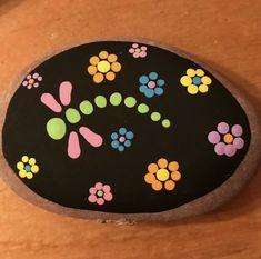 Best Indoor Garden Ideas for 2020 - Modern Rock Painting Patterns, Rock Painting Ideas Easy, Dot Art Painting, Rock Painting Designs, Pebble Painting, Pebble Art, Stone Painting, Mandala Painted Rocks, Painted Rocks Craft