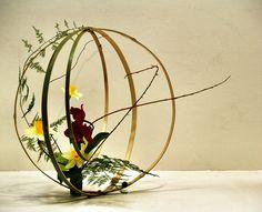 Ou plus précisément l'Ikebana, qui signifie en japonais «Redonner vie aux fleur» est au cœur d'une exposition, parmi tant d'autres, que propose «La Maison de la Botanique» à l'écomusée du Noyer chez nos voisins du 05. Vous aurez ainsi l'opportunité de voir, et de vous...