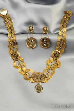 Gold canatille-work necklace and earrings, probably French, c. 1810.