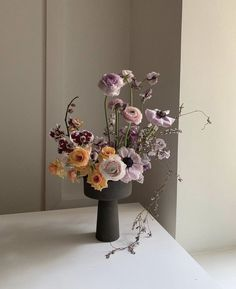 Floral arrangement with unique vase. My Flower, Flower Vases, Flower Art, Beautiful Flowers, Deco Floral, Arte Floral, Floral Design, Art Floral Japonais, Arreglos Ikebana