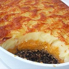 Delia's Haggis Pie with Tatties and Neeps and Whisky Sauce recipe. This way of serving haggis is perfect for a Burns Night or New Year's supper party, it can be prepared well ahead and cooked when you need it. Serve with any simple green vegetable Scottish Dishes, Scottish Recipes, Irish Recipes, Whisky Sauce Recipe, Sauce Recipes, Cooking Recipes, Frugal Recipes, What's Cooking, Cooking Ideas