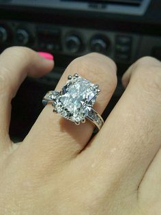 most beautiful ring i have EVER seen... this in a smaller size please?? :)