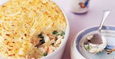 This family fish pie is a simple yet satisfying mid-week meal. Fish pie with mashed potato Fish Dishes, Seafood Dishes, Seafood Recipes, Recipe Using Salmon, Fishermans Pie, Baked Fish Fillet, Fish Pie, Thing 1, How To Cook Potatoes