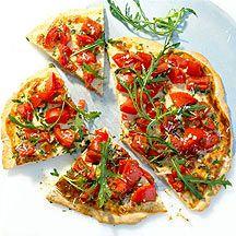 Pizza de tomate y rúcula