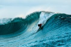 de Kelly Slater au Pipeline Bodysurfing Old classic surfe sans planche Kelly Slater, Photo Surf, Yoga Sport, Water Surfing, Diving Suit, Surfing Pictures, Sea Waves, Surf Art, Surfs Up