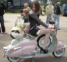 All things Lambretta & Vespa, well all things if they are pictures. (and perhaps the odd other thing that catches my eye from time to time including occasional adult content! Lambretta Scooter, Mod Scooter, Vespa Scooters, Electric Scooter, Pink Vespa, Vespa Girl, Scooter Girl, Pink Moped, Classic Vespa
