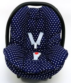 Cosy cover for your Maxi-Cosi Cabrio or Citi SPS baby car seat in blue with little stars. The cover keeps your baby cozy, warm and comfortable! It easily fits perfectly over the regular Maxi-Cosi baby car seat without removing anything. The cover is made of 100 % cotton and is machine washable.