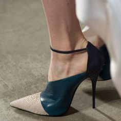Narciso Rodriguez that's a bad shoe Shoe Addict Hot Shoes, Crazy Shoes, Women's Shoes, Me Too Shoes, Shoe Boots, All About Shoes, Mode Style, Beautiful Shoes, Tom Ford