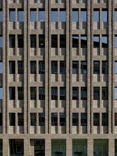 Über Max Dudlers AOK-Neubau in Bremerhaven / Träger Backstein - Architektur und Architekten - News / Meldungen / Nachrichten - BauNetz.de:
