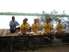 13/12/2007: Haciendo los ejercicios en la orilla del río Amazonas.