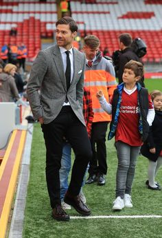 The adorable reason Xabi Alonso was at Anfield for Liverpool vs Manchester United - Irish Mirror Online Liverpool Vs Manchester United, Liverpool Fc, Isco Real Madrid, Xabi Alonso, Man Parts, Soccer News, Liverpool Football Club, Man United, Man Style