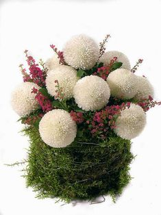 White chrysante pompoms emerge from among the flowering shoots of heather . Contemporary Flower Arrangements, Creative Flower Arrangements, Church Flower Arrangements, Grave Decorations, Flower Decorations, Fall Flowers, Exotic Flowers, Arrangements Ikebana, Flower Meanings