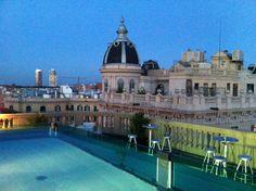 Hotel Ohla #Barcelona. Vanaf dakterras heb je zicht op gotische wijk, voor of na plons in het zwembad.