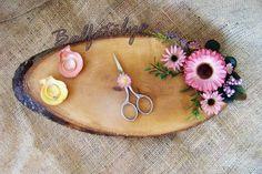 ağaç nişan tepsisi #ağaç #nişantepsisi #söztepsisi #kütük #doğal #denizkabuğu #makas #nişanmakası #alyans #çiçek #balfatölye #tasarım #diy #elyapımı  #evlilikhazırlığı #nişan #söz #isteme #pembe Jewelry Art, Vintage Jewelry, Trousseau Packing, Ribbon Work, Embroidery Techniques, Cuff Bracelets, Engagement, Tray, Instagram Posts