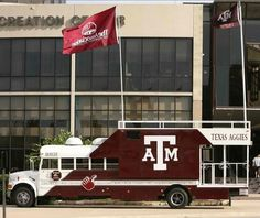 10 Impressive Football Tailgate Vehicles [Photos] - The Roosevelts