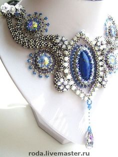 Blue collier