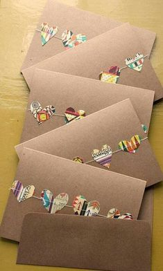 Yılbaşı yaklaşıyor, basit ve şirin kartpostallar hazırlayabiliriz. Bir kaç örnek fikir not aldım kendime. *** pinterest...