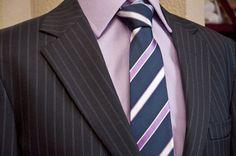 Traje de diseño Colleti, camisa Colletti y corbata Alessandro Ferrari