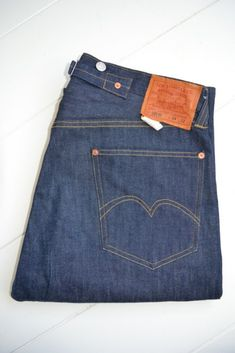 Levi's vintage levi strauss 501 from 1933, via Long John: http://www.long-john.nl/the-start-of-the-term-5-pocket-jeans-by-levis-jeans-model-501-from-1901/