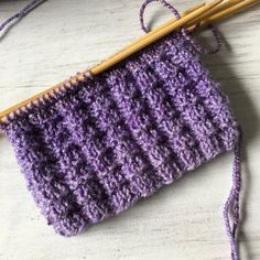 Großes Pralinenmuster – Knitting For Beginners Baby Knitting Patterns, Knitting Blogs, Knitting For Beginners, Knitting Socks, Hand Knitting, Knitting Tutorials, Knitted Blankets, Knitted Hats, Patterned Socks