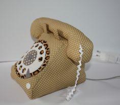 Téléphone vintage musical en tissu de coton mauve et cadran blanc : Chambre d'enfant, de bébé par caro-et-zolie