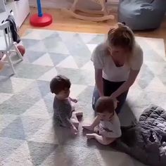 Cute Funny Baby Videos, Funny Baby Memes, Cute Funny Babies, Funny Videos For Kids, Cute Baby Twins, Cute Little Baby, Little Babies, Baby Kids, Cute Kids Photography