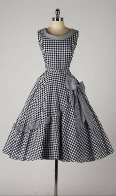 New Moda Vintage Retro Fashion Beautiful Ideas Vestidos Vintage, Vintage 1950s Dresses, Vintage Wear, Retro Dress, Vintage Outfits, Vintage Clothing, 1950s Fashion Dresses, Dress Fashion, Fashion Clothes