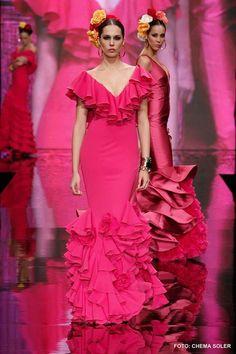 Vicky Martin Berrocal trajes de flamenca Latin Ballroom Dresses, Dance Dresses, Prom Dresses, Formal Dresses, Flamenco Dresses, European Fashion, Unique Fashion, Flamenco Wedding, Classy Gowns