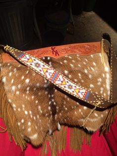 Bag by Garren Still at the Bad Bronc Studio in Ft Worth TX Instagram: Leatherchief Leather Purses, Leather Handbags, Cowhide Purse, Western Purses, Leather Projects, Cowgirl Style, Cute Bags, Leather Working, A Boutique