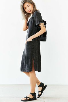 Silence + Noise Double-Pocket Midi Tee Dress - Urban Outfitters