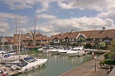At Port Solent there is a great range of restaurants to choose from, all arranged with great views across the Port Solent marina. http://www.welcometoportsmouth.co.uk/port%20solent%20restaurants.html