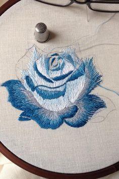 de paradiso del ricami Embroidery Thread, Cross Stitch Embroidery, Rose Embroidery, Embroidery Designs, Machine Embroidery, Cross Stitching, Embroidered Roses, Brazilian Embroidery, Embroidery Techniques