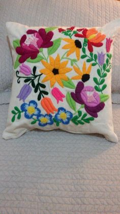 almohadon con diseño bordado mexicano totalmente artesanal Embroidery Stitches Tutorial, Hand Embroidery Designs, Cross Stitch Embroidery, Embroidery Patterns, Floral Pillows, Decorative Pillows, Pom Pom Crafts, Needlepoint Stitches, Running Stitch