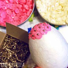 U nas w domu cekiny zapowiadają Wielkanoc. Zapraszam na kraftsy  #wielkanoc #cekinowejaja #easter #homedecor #diy #cekiny