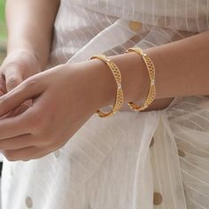 Antique Gold jewelry - Gold jewelry For Men Engagement Rings - Gold jewelry Indian India - - Gold jewelry Cuff Bracelets - Gold Ring Designs, Gold Bangles Design, Gold Jewellery Design, Gold Jewelry Simple, Gold Wedding Jewelry, Simple Earrings, Modern Jewelry, Plain Gold Bangles, Indian Gold Bangles