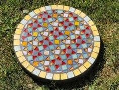 DIY Garden Stepping Stones – The Owner-Builder Network Stepping Stone Crafts, Mosaic Stepping Stones, Stone Mosaic, Pebble Mosaic, Cement Crafts, Mosaic Crafts, Mosaic Projects, Mosaic Garden Art, Mosaic Art