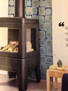 Géén schouw kan natuurlijk ook. (Gaskachel Odense van Faber). Tegels Beyond glazing, kleur 42 v Koninklijke Tichelaar.