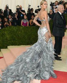 MET Gala 2016: Rita Ora, wearing Vera Wang.