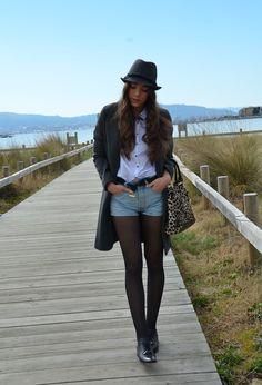Grey coat  #fashion #style #outfit  #look , Uterqüe in Beanies / Berets, Zara in Coats, levi\'s  501 vintage in Shorts, zara  in Bags, Bimba & Lola in Flats