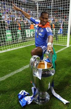 Didier Drogba of Chelsea celebrates with the trophy after their victory in the UEFA Champions League Final between FC Bayern Muenchen and Chelsea at the Fussball Arena München on May 2012 in. Get premium, high resolution news photos at Getty Images Best Football Players, Sport Football, Soccer Players, Football Things, Football Memes, College Football, Chelsea Fans, Chelsea Football, Iker Casillas