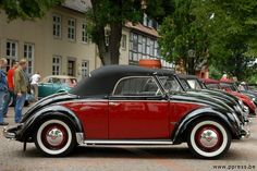 OMG ... what a great bug. When I win the lottery, I will go to Germany and look for one of these gorgeous little bugs. How cool are they? A 1950 VW Hebmüller Type 14A, at the VW Veteranen Treffen, Hessisch Oldendorf 2009