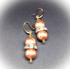 Golden Swarovski pearls and crystal rondelles by AGDesignCreatif Crystal Earrings, Drop Earrings, Swarovski Pearls, Bridesmaid Gifts, Buy And Sell, Handmade, Stuff To Buy, Jewelry, Hand Made