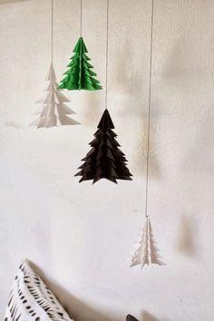 Papeis e tecidos acompanhados de uma profusão de ideias é tudo oque você precisa para ter um Natal original e econômico.                  ...