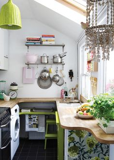 compact & pretty kitchen (via Design*Sponge) (my ideal home. Small Space Kitchen, Compact Kitchen, Big Kitchen, Small Space Living, Tiny Living, Kitchen Decor, Kitchen Colors, Kitchen Ideas, Kitchen Storage