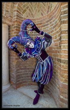 Jester Costume, Costume Carnaval, Carnival Costumes, Halloween Costumes, Venetian Carnival Masks, Carnival Of Venice, Venice Carnivale, Pierrot Clown, Costume Venitien