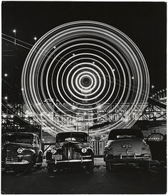 Nighttime light shows [Ferris wheel], 1949 // Long exposure shots of fairground rides in Coney Island by Andreas Feininger. Photography Awards, Art Photography, Exposure Photography, Night Photography, Vintage Photography, Creative Photography, National Gallery Of Art, Coney Island, Long Exposure