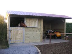 Put this in small pasture and add storage room door. Horse Shed, Horse Barn Plans, Horse Stalls, Dream Stables, Dream Barn, Field Shelters, Small Horse Barns, Horse Barn Designs, Horse Shelter