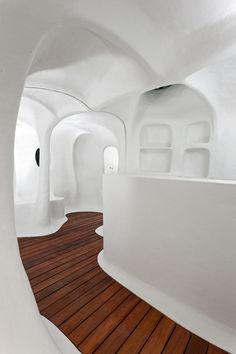 atelier van lieshout the original dwelling design miami basel. this resembles a cob house